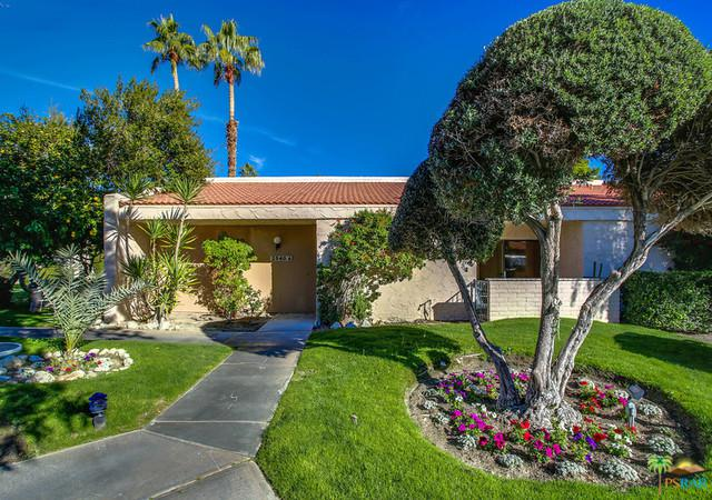 2540 N Whitewater Club Drive A, Palm Springs, CA 92262 (MLS #18417074PS) :: The Sandi Phillips Team
