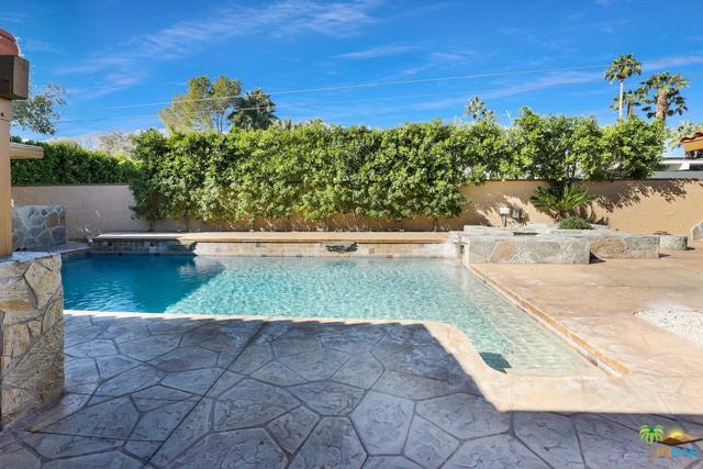 365 N Orchid Tree Lane, Palm Springs, CA 92262 (MLS #19432872PS) :: The John Jay Group - Bennion Deville Homes