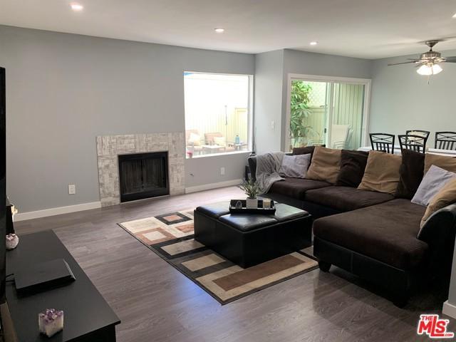 22133 Burbank #3, Woodland Hills, CA 91367 (MLS #19465514) :: Hacienda Group Inc