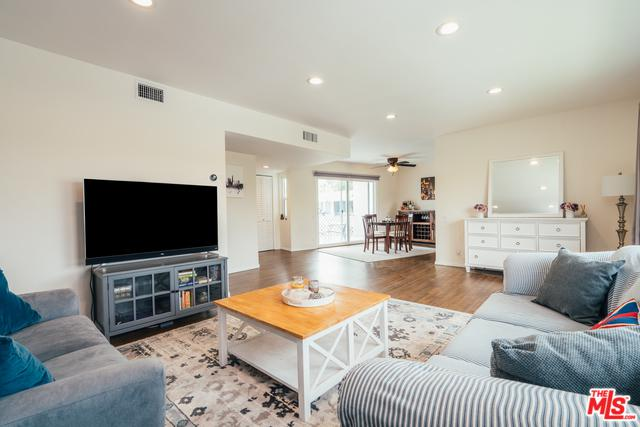 6130 Coldwater Canyon Avenue #2, North Hollywood, CA 91606 (MLS #19473900) :: The John Jay Group - Bennion Deville Homes