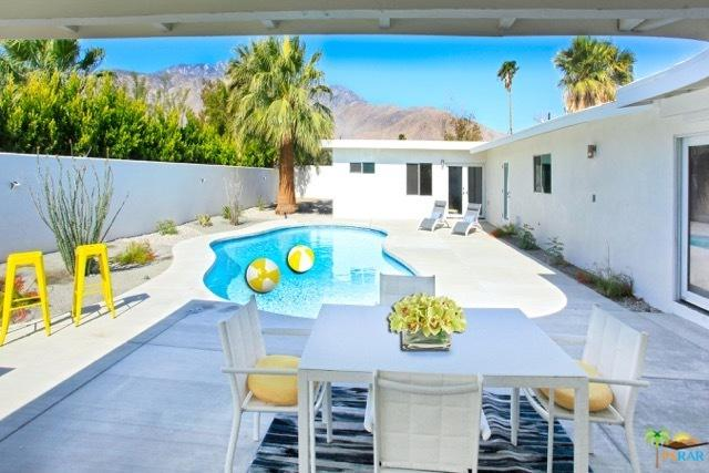 1055 E Racquet Club Road, Palm Springs, CA 92262 (MLS #18347108PS) :: Brad Schmett Real Estate Group