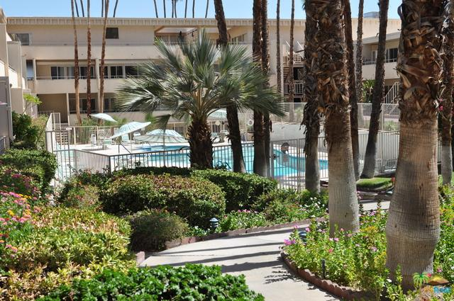 277 E Alejo Road #223, Palm Springs, CA 92262 (MLS #18385216PS) :: The John Jay Group - Bennion Deville Homes