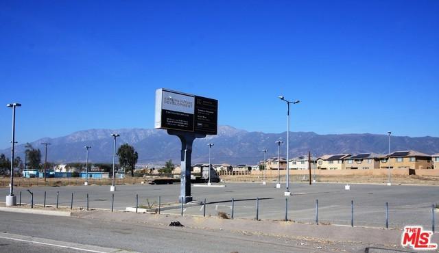 15526 Foothill, Fontana, CA 92335 (MLS #19455930) :: Deirdre Coit and Associates
