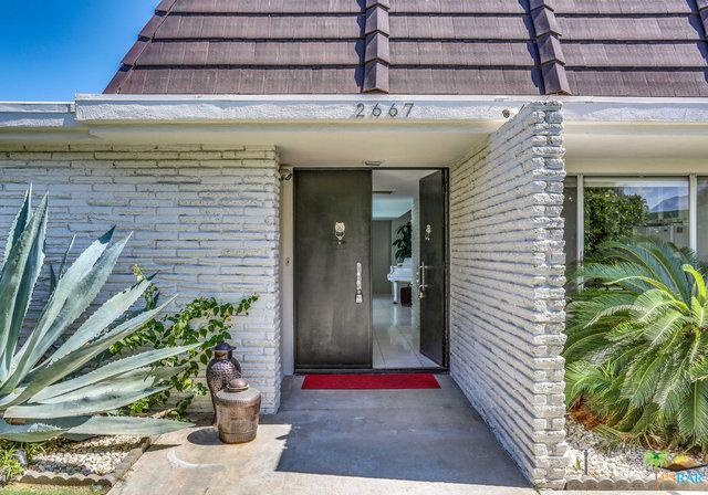 2667 E Jacaranda Road, Palm Springs, CA 92264 (MLS #19474082PS) :: The John Jay Group - Bennion Deville Homes
