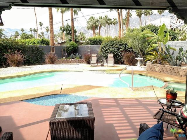 1685 E Avenida Olancha, Palm Springs, CA 92264 (MLS #18300100PS) :: The John Jay Group - Bennion Deville Homes
