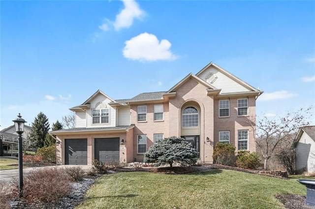 135 Triple Crown Circle, Springboro, OH 45066 (MLS #810742) :: Candace Tarjanyi | Coldwell Banker Heritage