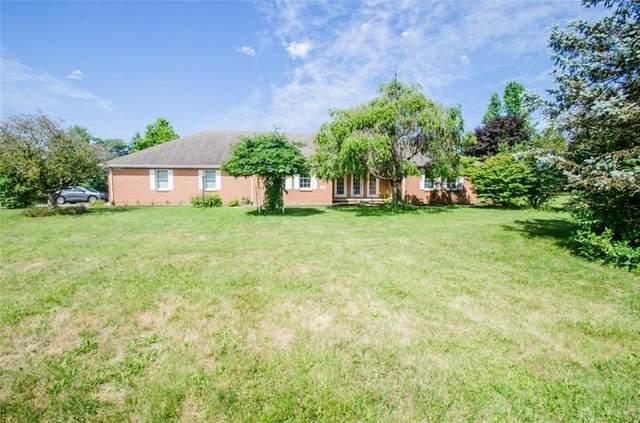 2829 Walnut Grove Lane, Springfield, OH 45504 (MLS #822748) :: Denise Swick and Company