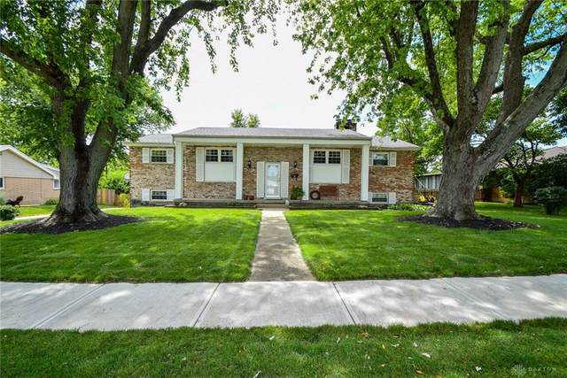 306 Grantham Drive, Englewood, OH 45322 (MLS #822778) :: Denise Swick and Company
