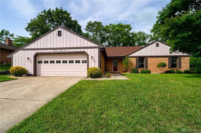 2141 Sherwood Forest Drive, Miamisburg, OH 45342 (MLS #823561) :: Denise Swick and Company