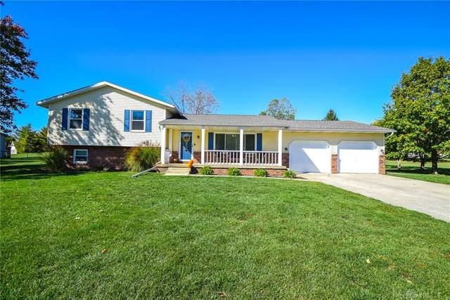 2807 Country Squire Drive, New Carlisle, OH 45344 (MLS #828286) :: The Gene Group