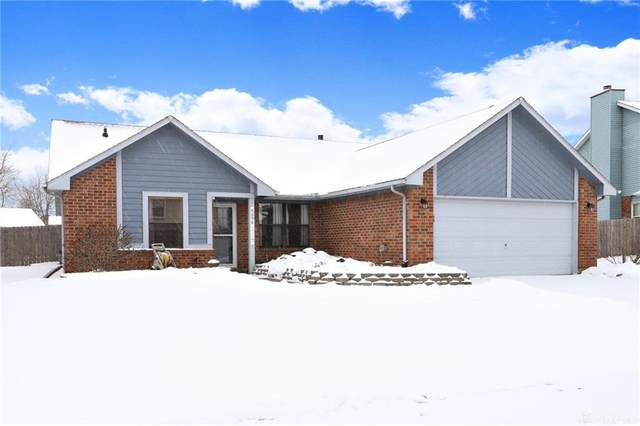 8698 Deer Hollow Drive, Huber Heights, OH 45424 (MLS #833757) :: Denise Swick and Company