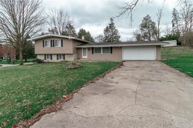 2725 Woodmont Drive, Beavercreek, OH 45434 (MLS #836628) :: The Swick Real Estate Group