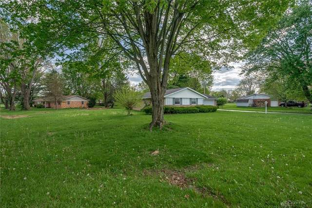 735 Kinsey Road, Xenia Twp, OH 45385 (MLS #839118) :: The Gene Group