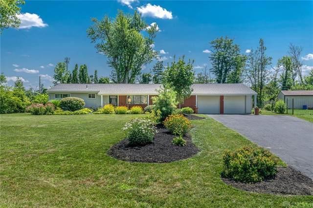 4077 Rushton Drive, Beavercreek, OH 45431 (MLS #845476) :: Bella Realty Group