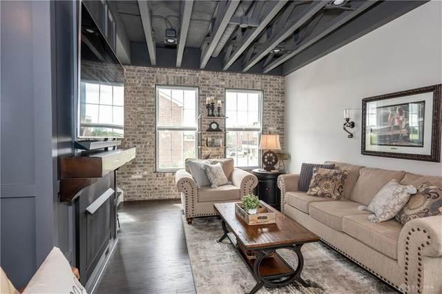 1101 Parklake Row, Springboro, OH 45066 (MLS #821373) :: Candace Tarjanyi | Coldwell Banker Heritage