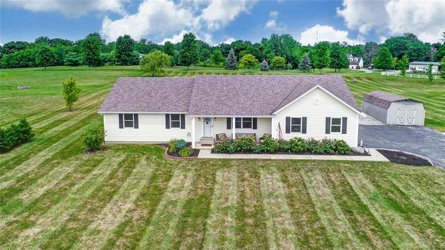 207 Oakland Meadows Boulevard, Chester Twp, OH 45177 (MLS #826139) :: The Westheimer Group