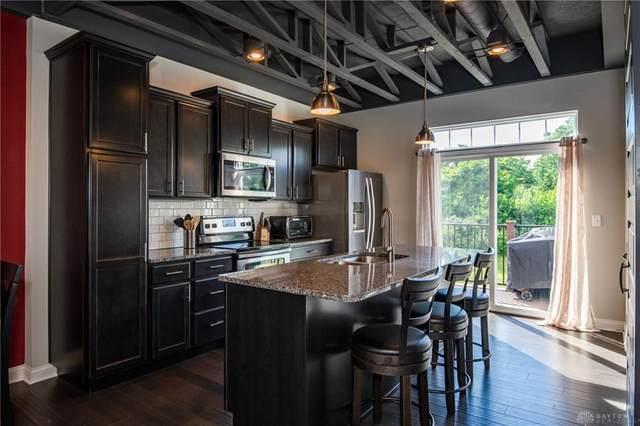 1104 Parklake Row, Springboro, OH 45066 (MLS #820192) :: Candace Tarjanyi | Coldwell Banker Heritage