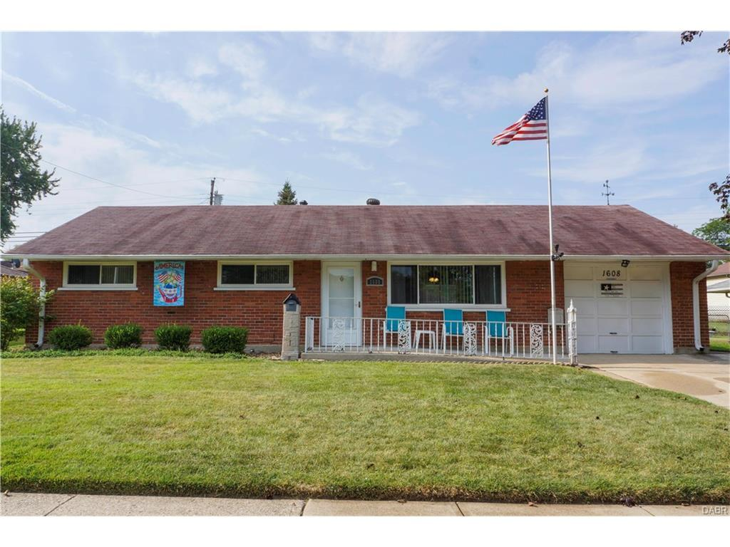 1608 Hillwood Drive, Kettering, OH 45439 (MLS #745941) :: Denise Swick and Company