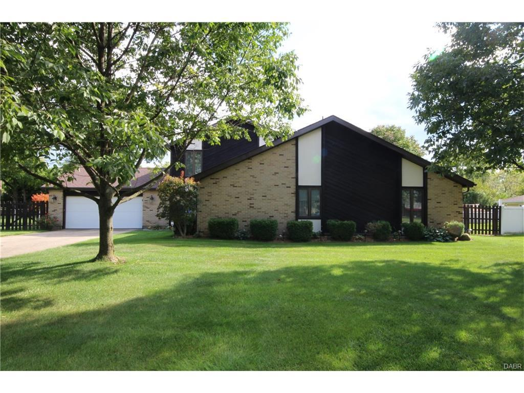 7000 Rio Vista Court, Huber Heights, OH 45424 (MLS #747247) :: Denise Swick and Company