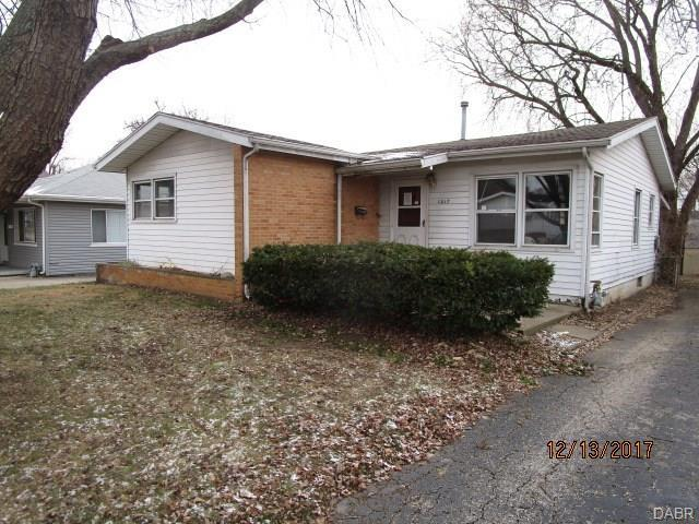 1017 Central Avenue, Fairborn, OH 45324 (MLS #758015) :: Denise Swick and Company