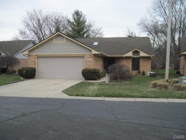 202 Whispering Wind Court, Englewood, OH 45322 (MLS #758873) :: Denise Swick and Company