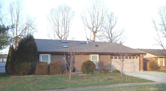 8541 Pinegate Way, Huber Heights, OH 45424 (MLS #781559) :: The Gene Group