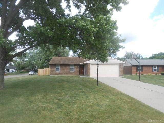 8274 Ivy Glen Circle, Huber Heights, OH 45424 (MLS #821172) :: Denise Swick and Company