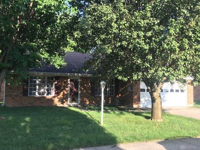 6716 Willow Creek Drive, Huber Heights, OH 45424 (MLS #823028) :: The Westheimer Group