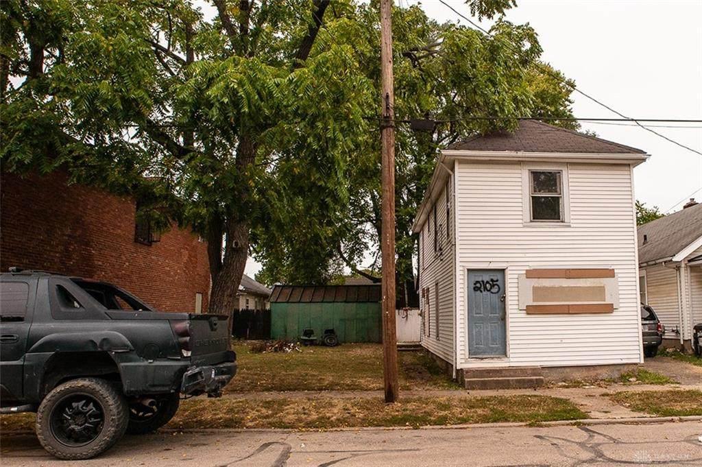2105 Woodlawn Avenue - Photo 1