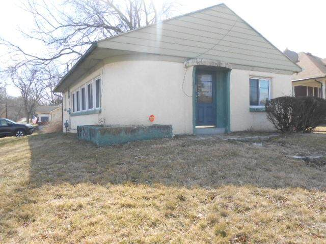 300 W Siebenthaler Avenue, Harrison Twp, OH 45405 (MLS #834989) :: The Swick Real Estate Group