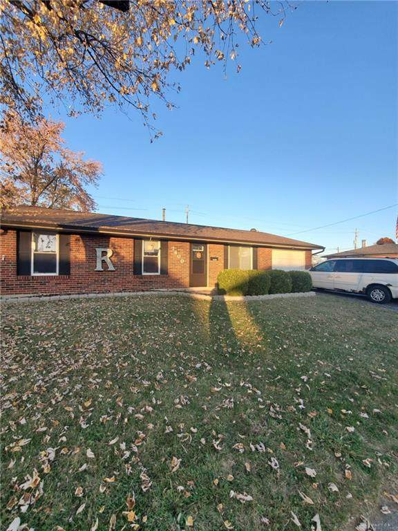 7400 Chatlake Drive, Huber Heights, OH 45424 (MLS #830417) :: The Westheimer Group