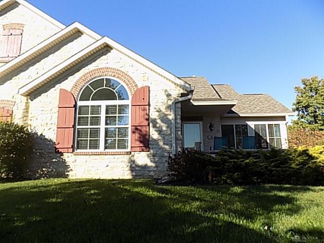 8 Scarborough Village Drive, Washington TWP, OH 45458 (MLS #772733) :: Denise Swick and Company