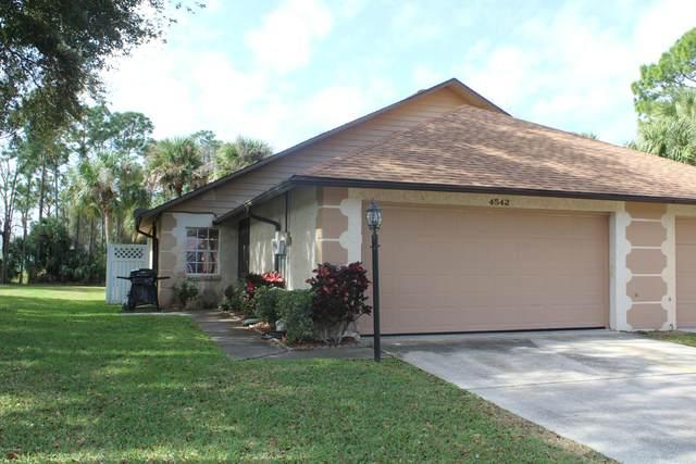 4542 Rockledge Lane, Port Orange, FL 32127 (MLS #1067933) :: Memory Hopkins Real Estate