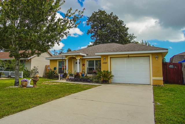 1207 San Jose Boulevard, Daytona Beach, FL 32117 (MLS #1076141) :: Florida Life Real Estate Group