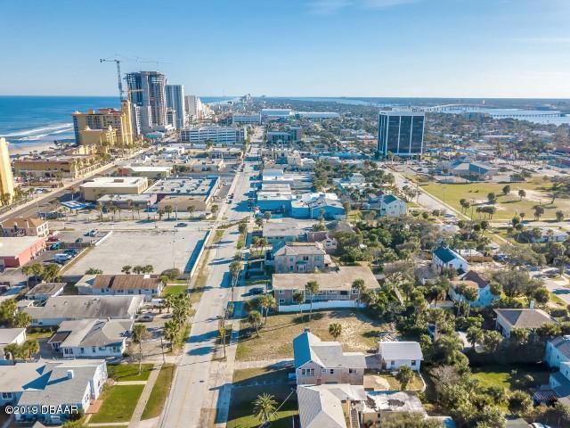725 N Grandview Avenue, Daytona Beach, FL 32118 (MLS #1053595) :: Cook Group Luxury Real Estate