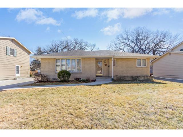 3806 Crestmoor Place, Des Moines, IA 50310 (MLS #556565) :: Colin Panzi Real Estate Team