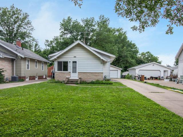 3414 SW 13th Street, Des Moines, IA 50315 (MLS #563689) :: Moulton & Associates Realtors