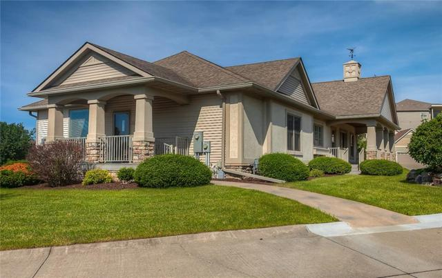 5200 Sunridge Drive A, Pleasant Hill, IA 50327 (MLS #564584) :: Better Homes and Gardens Real Estate Innovations
