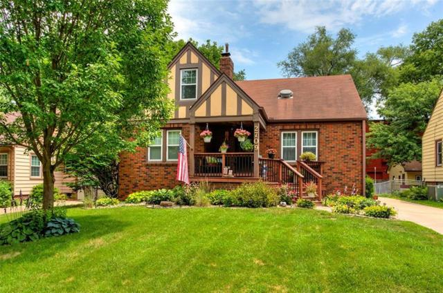 2709 41st Place, Des Moines, IA 50310 (MLS #565519) :: Colin Panzi Real Estate Team