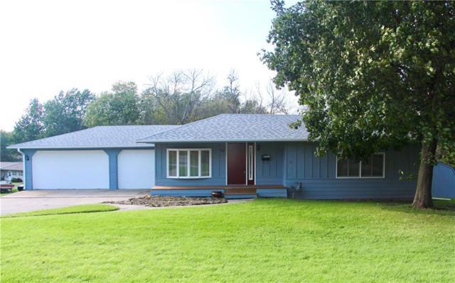 1003 Prairie Street, Grinnell, IA 50112 (MLS #570437) :: Colin Panzi Real Estate Team