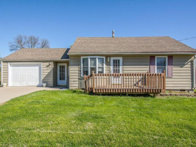 4115 Indianola Avenue, Des Moines, IA 50320 (MLS #571484) :: Colin Panzi Real Estate Team