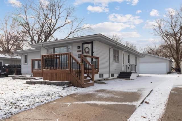 4020 54th Street, Des Moines, IA 50310 (MLS #595992) :: Pennie Carroll & Associates