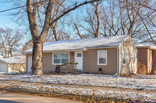 4003 68th Street, Urbandale, IA 50322 (MLS #599521) :: Moulton Real Estate Group