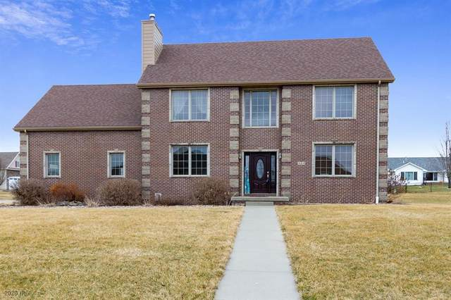 320 NE 60th Street, Pleasant Hill, IA 50327 (MLS #601043) :: Moulton Real Estate Group