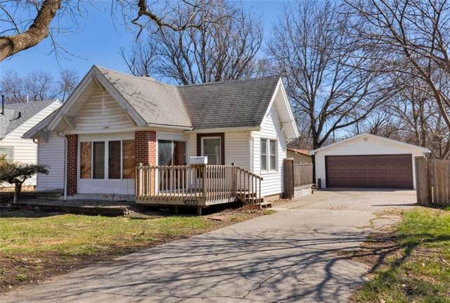 2305 39th Street, Des Moines, IA 50310 (MLS #602205) :: Moulton Real Estate Group
