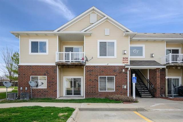 909 7th Avenue SE #1, Altoona, IA 50009 (MLS #602248) :: Moulton Real Estate Group