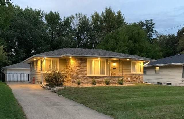 3101 Aurora Avenue, Des Moines, IA 50310 (MLS #602850) :: Pennie Carroll & Associates