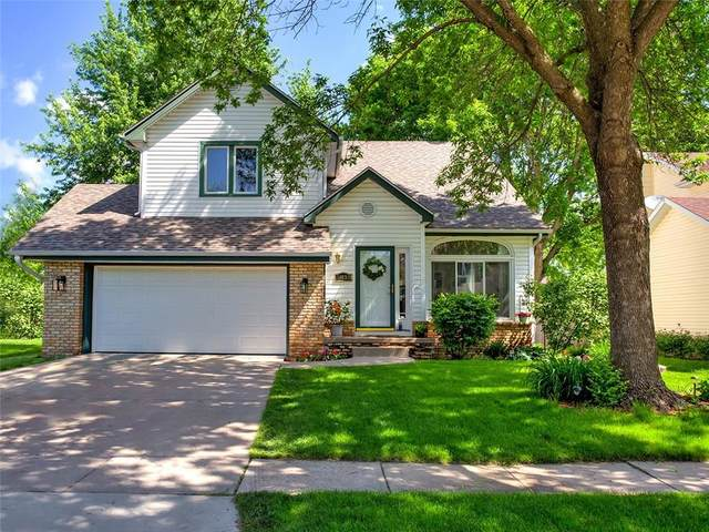 5833 Center Street, West Des Moines, IA 50266 (MLS #606331) :: Better Homes and Gardens Real Estate Innovations