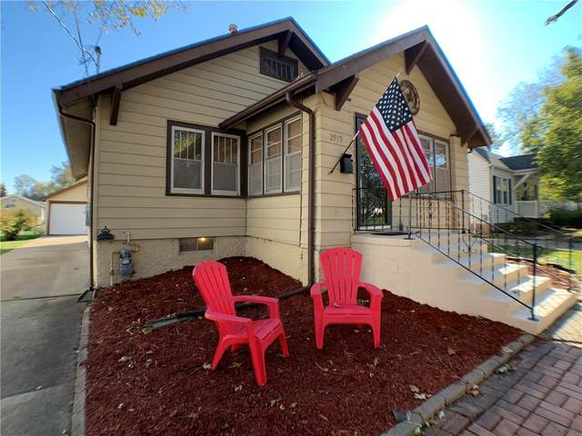 2919 48th Place, Des Moines, IA 50310 (MLS #617125) :: Moulton Real Estate Group