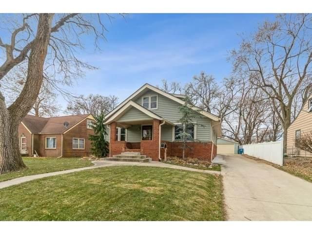 2114 53rd Street, Des Moines, IA 50310 (MLS #618873) :: Pennie Carroll & Associates